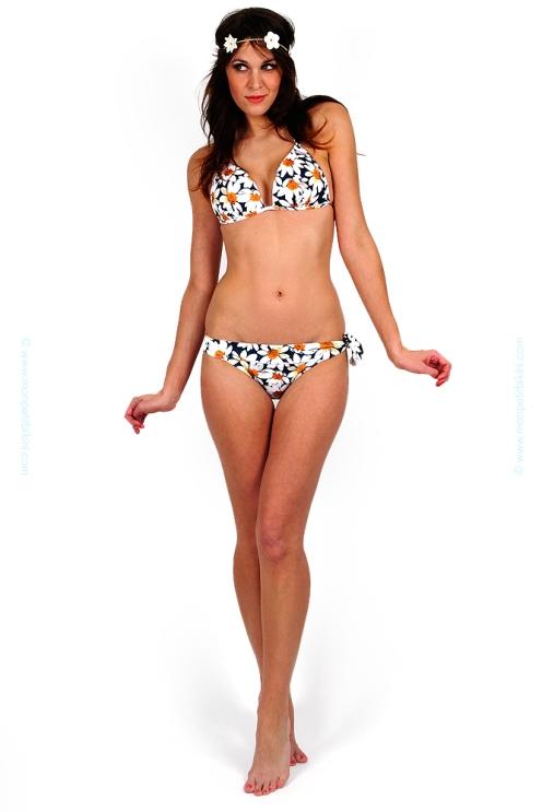 brigitte-bardot-maillot-de-bain-2-pieces-bikini-triangle-culotte-noeud-marguerite-motif-fleur-bleu-marine-vintage-collector-signé-st-tropez-madrague-retro